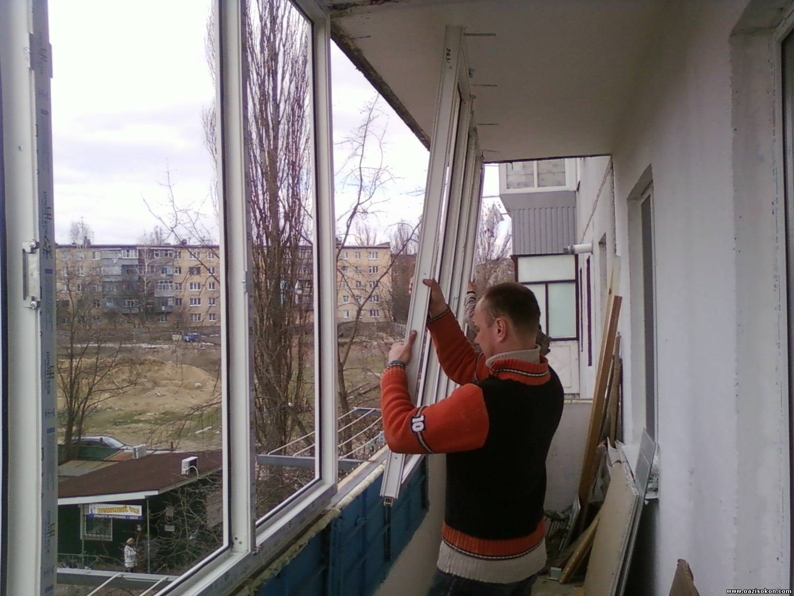 Вставить окна на балконе.