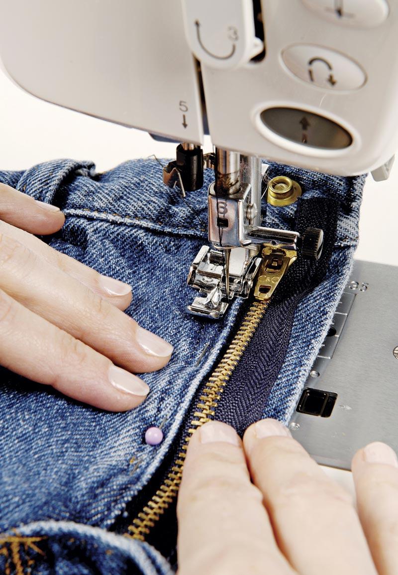 Как поставить заклепку на джинсы в домашних условиях