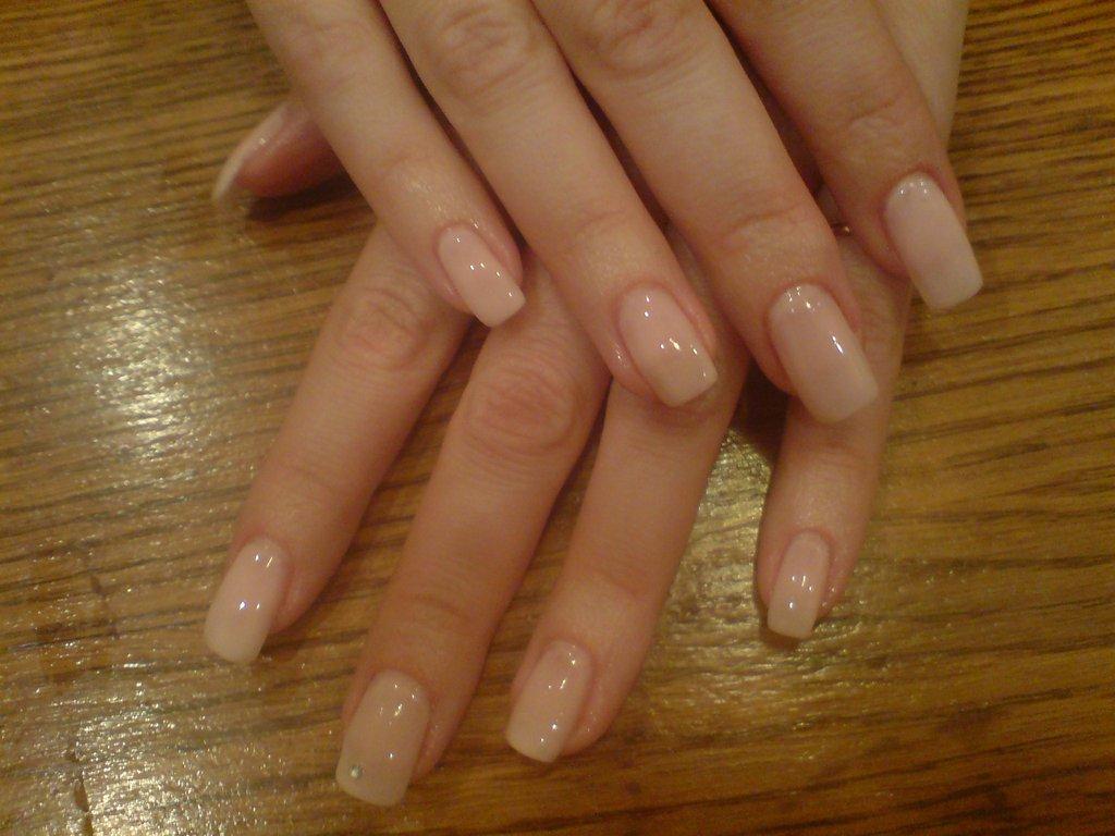 Как нарастить ногти тонкие гелем